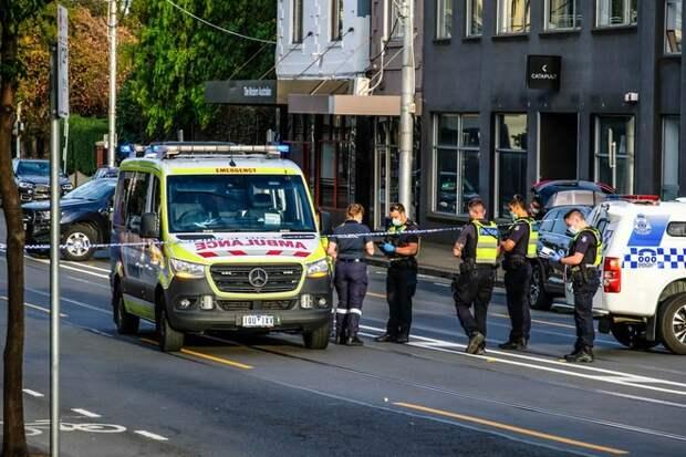 В Австралии мужчина напал с топором на двух человек