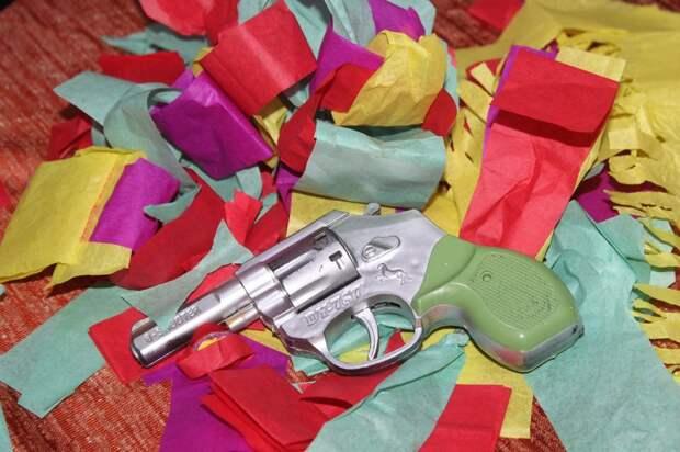 Из-за игрушечного пистолета в школу на Таллинской вызвали полицию
