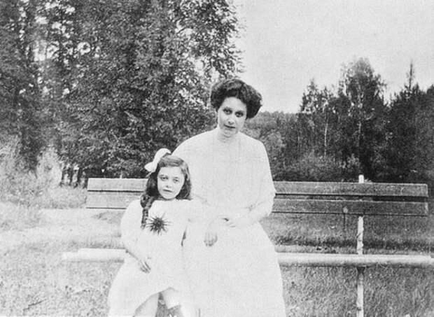 Графиня Наталья Брасова с дочерью   Фото: liveinternet.ru