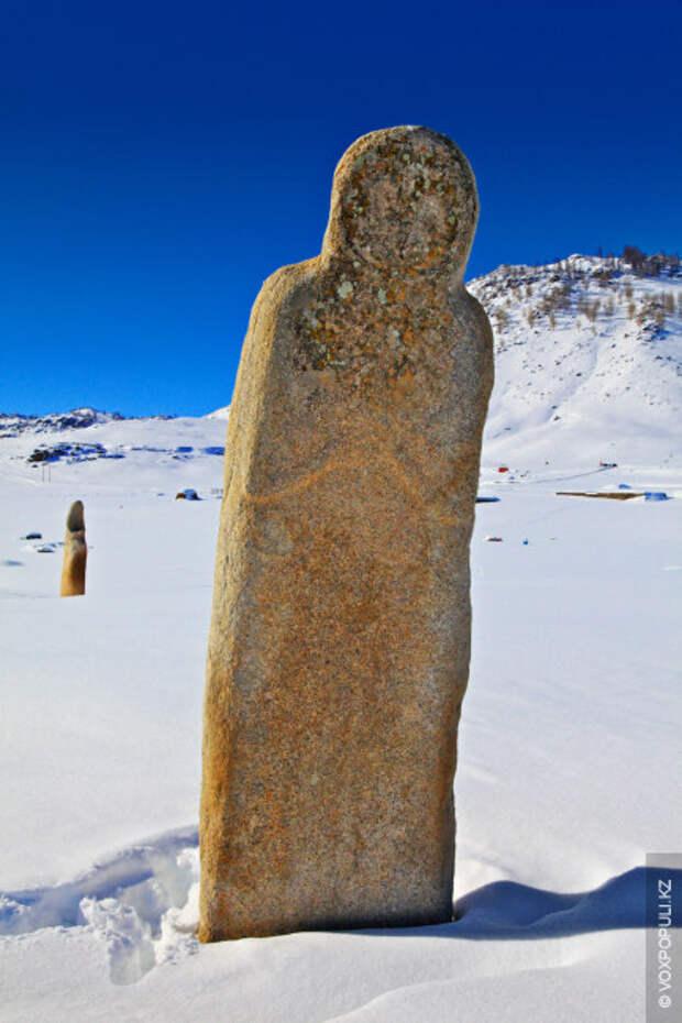 Местные аксакалы почтительно называют огромных каменных воинов – камни-богатыри. Но местные краеведы опасаются, что из-за...
