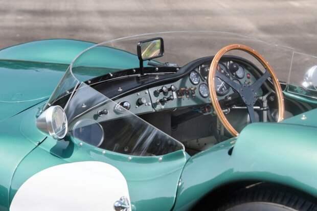 Организаторы аукциона RM Sotheby's ожидают, цена автомобиля достигнет 20 миллионов долларов. Это сделает его не только самым дорогим Aston Martin, но и самым ценным британским автомобилем. RM Sotheby's, aston martin, авто, аукцион, гоночный автомобиль, олдтаймер, ретро авто, спорткар