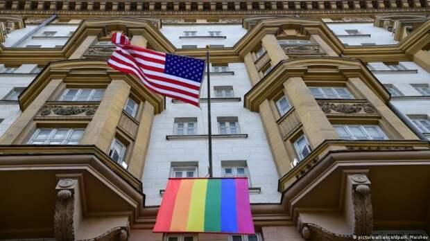 Какое позорище... Сотрудники посольства США украли у москвича рюкзак