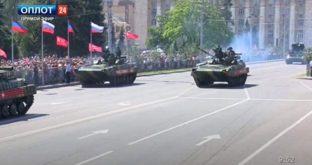 В Донецке на главной улице города прошёл военный парад в честь 76-летия победы Советского...