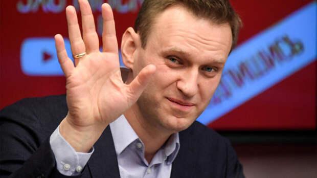 Навальный сделал всем ручкой