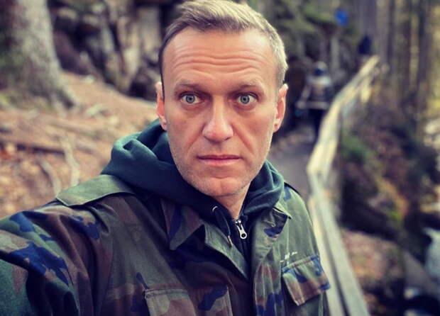 Сегодня Навальный истерил в суде