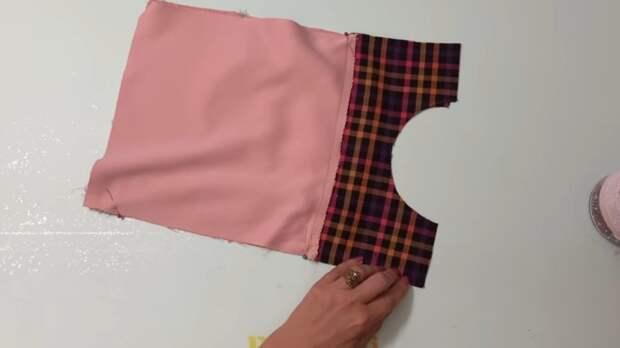 Насобирав кусочки разных тканей, рукодельница сшила чудесную вещицу