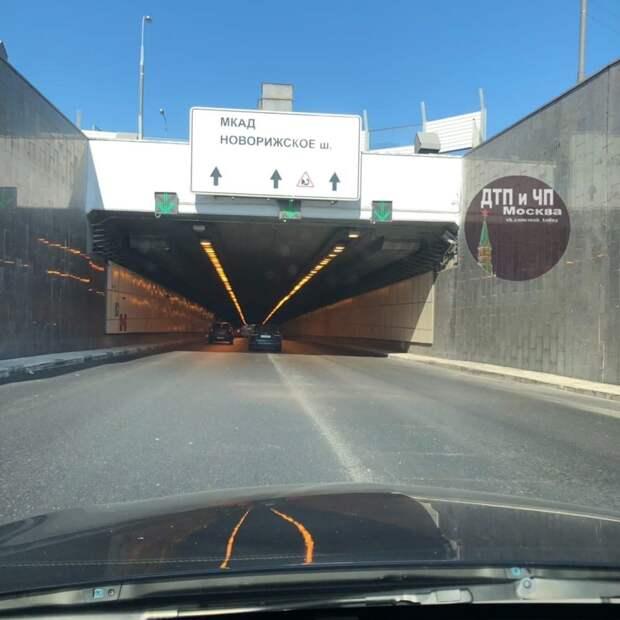 Движение в тоннеле на проспекте Маршала Жукова восстановлено после ДТП
