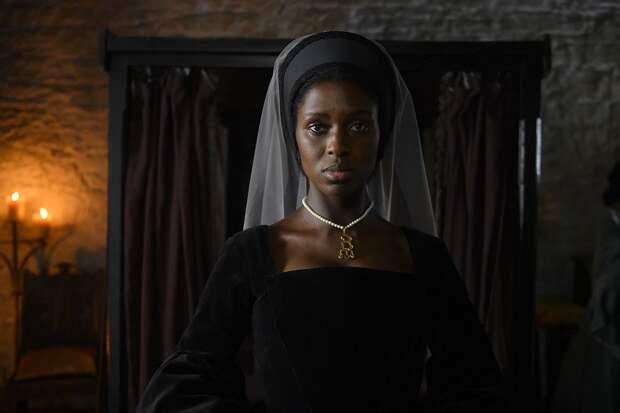 Смысл появления негритянки в роли английской королевы