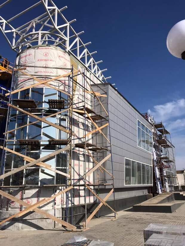 Физкультурно-оздоровительный комплекс в Евпатории пообещали открыть в 2021 году