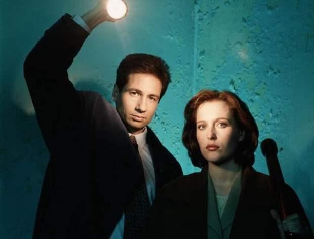 Джиллиан Андерсон и Дэвид Духовны в сериале *Секретные материалы*   Фото: tv.ua