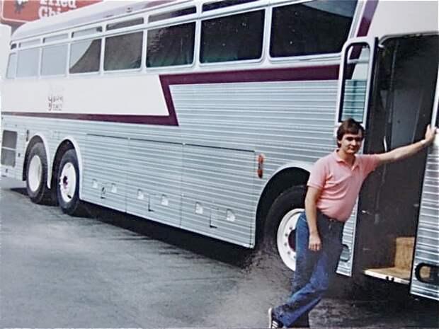 05 Eagle Bus
