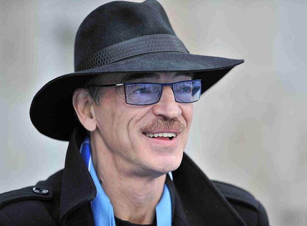 АДВОКАТ: Россия при поддержке своих болельщиков может победить Бельгию, которая потеряла трех важных игроков.  БОЯРСКИЙ: Чуда не жду, но если Россия выиграет Евро, -  съем свою шляпу!