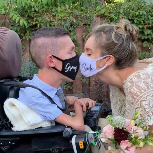 Люди не верят в искренность чувств девушки, которая вышла замуж за инвалида