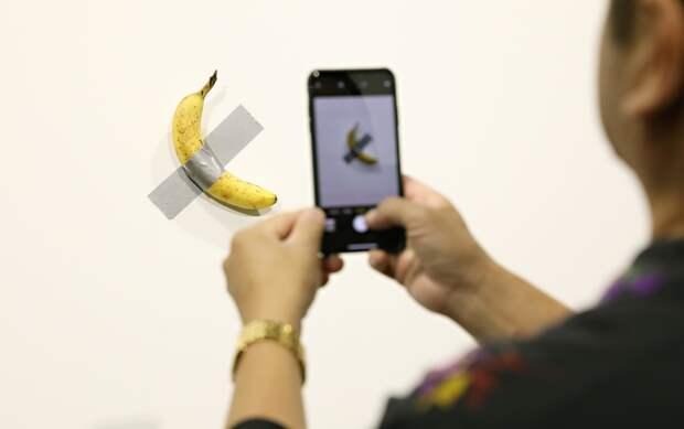 Съесть банан: как «голодный художник» из Майами делает инсталяции с едой ради благотворительности