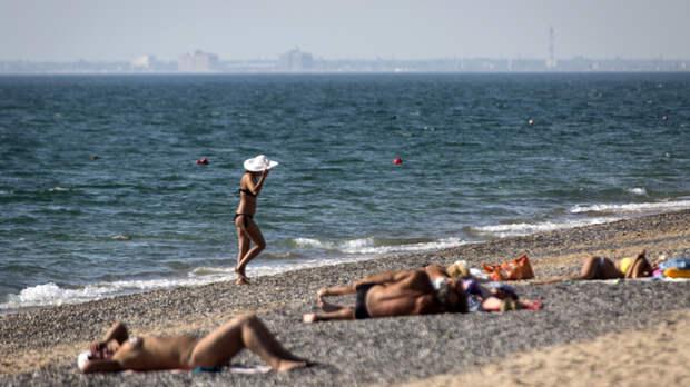 Местные против туристов: Интеллигентно шла к бассейну и пьяная с крыльца упала