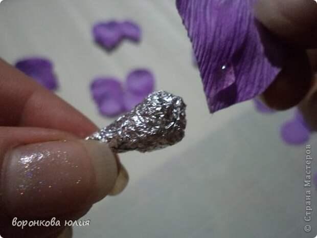 здравствуйте дорогие мастерицы.вот решила с вами поделиться тем , как я делаю цветок орхидеи. фото 16