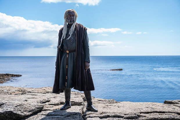 Стив Туссен в роли лорда Корлиса Велариона или «Морской змей» в «Доме дракона»