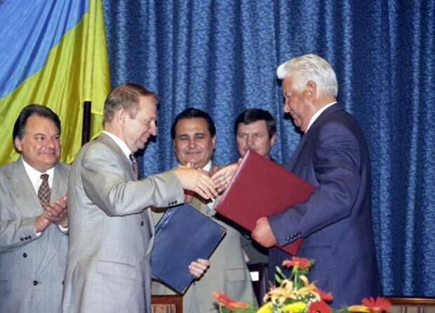 Борис Ельцин и Леонид Кучма делят Черноморский флот, 9 июня 1995 года, Сочи