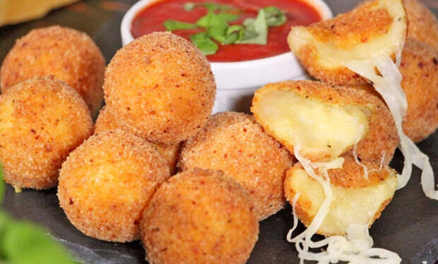 Сырные шарики на закуску: готовим много, но съедаются все равно быстро, словно семечки