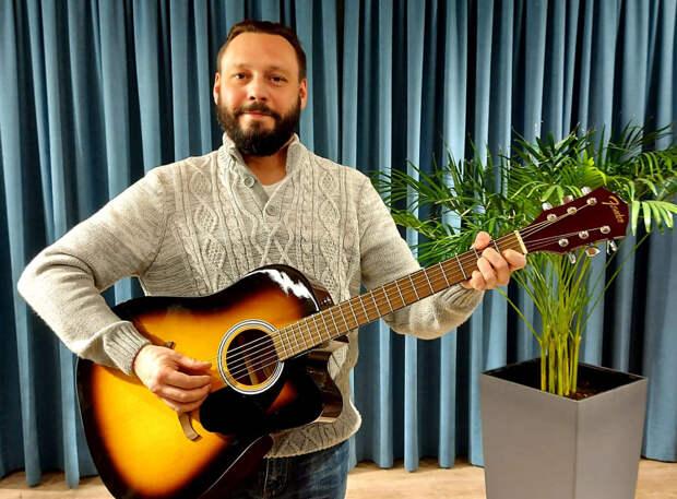 Сотрудник «Жилищника» из Бибирева пишет стихи и сочиняет песни