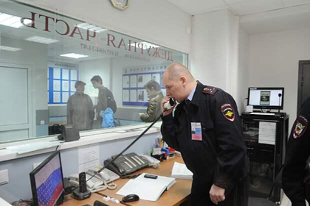 Россиян захотели обязать представляться полиции