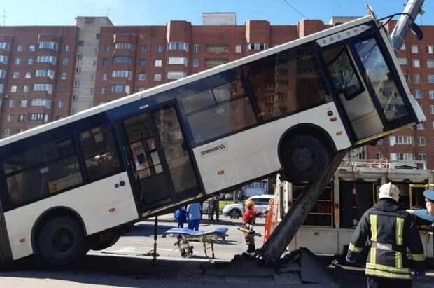 В Петербурге число пострадавших в ДТП с автобусом возросло до шести