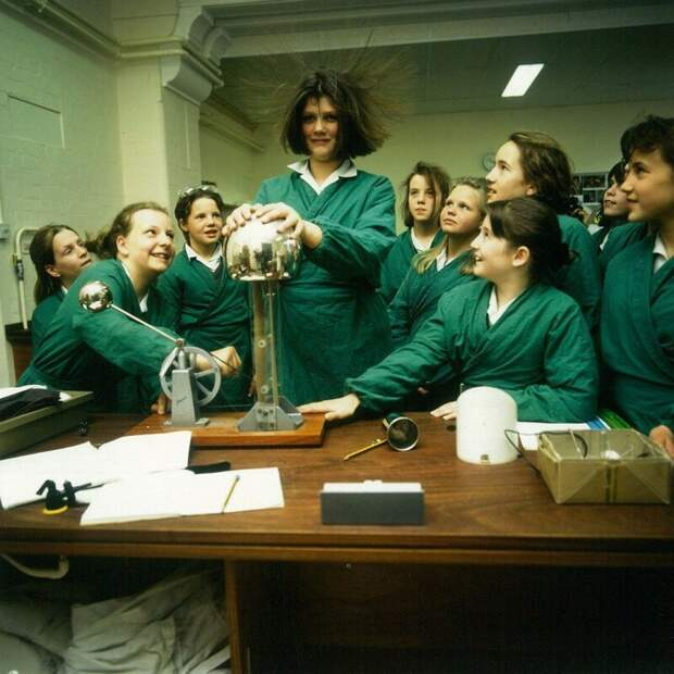 На уроке физики. Англия, 1991 история, ретро, фото