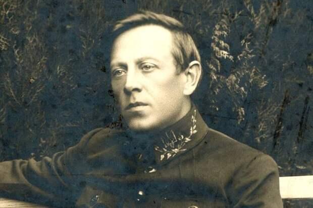 Убивал евреев, предал галичан. Зачем на Украине ставят памятник Петлюре?
