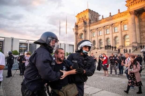 «Новая форма экстремизма»: вГермании набирают оборот протесты