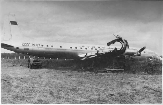 Суровая посадка в Челябинске Ил-18В СССР-75717 история, ретро, фото