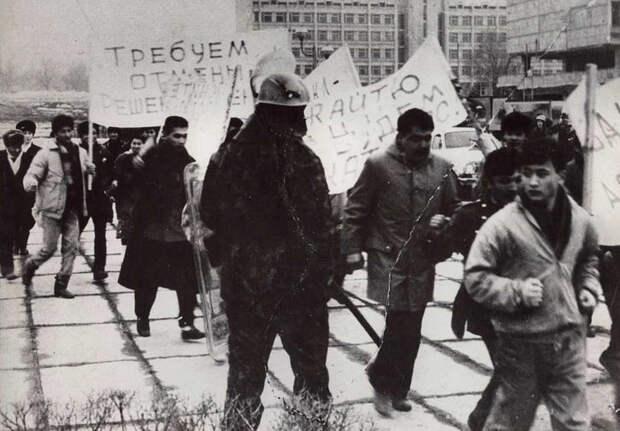 «Идет перестройка! Где демократия?»  30 лет назад казахская молодежь вышла на демонстрацию протеста