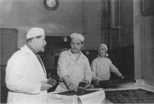 «Деликатесы» в блокадном Ленинграде: Миф о Жданове