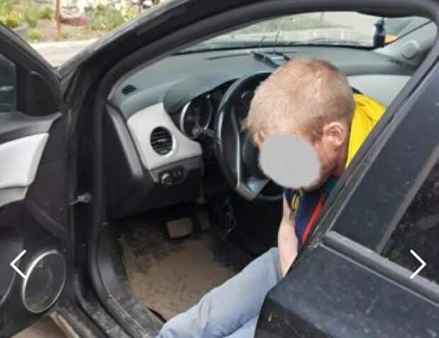 В Рязани мужчина забрался в чужой автомобиль и уснул