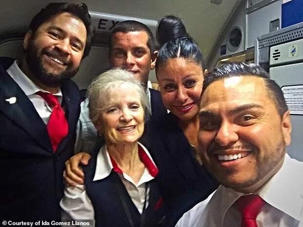 Молоко за вредность: 79-летнюю стюардессу обвинили в краже продуктов и уволили