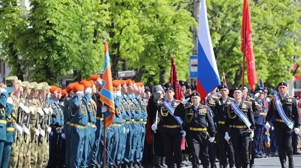 Более тысячи человек приняли участие в репетиции Парада Победы в Крыму