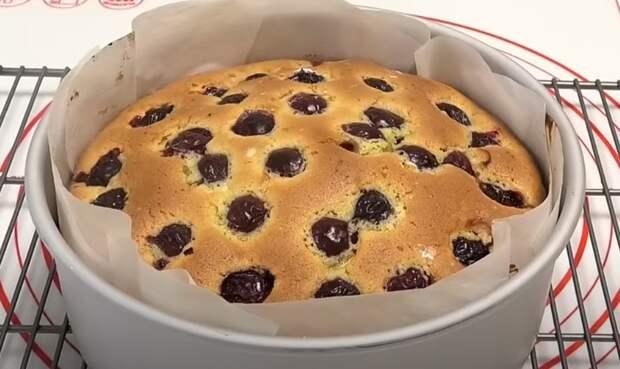 Пирог на скорую руку, с любыми ягодами или фруктами. Актуальная выпечка с ягодами и фруктами в летний период