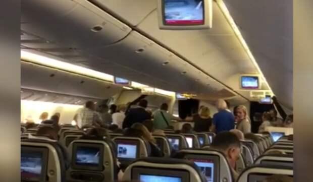 Рейс из Петербурга в Симферополь задержали из-за кражи в бизнес-классе