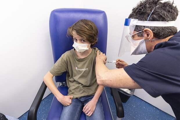 Вакцину Pfizer признали эффективной и безопасной для детей