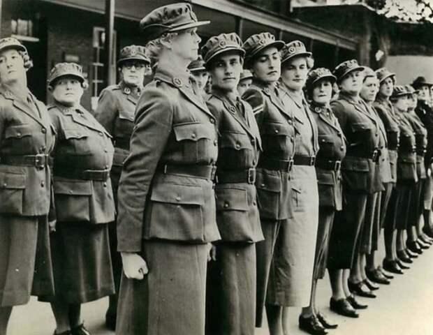 «Фашисты в юбках»: Документальные фотографии женщин, служившие в рядах нацистской Германии