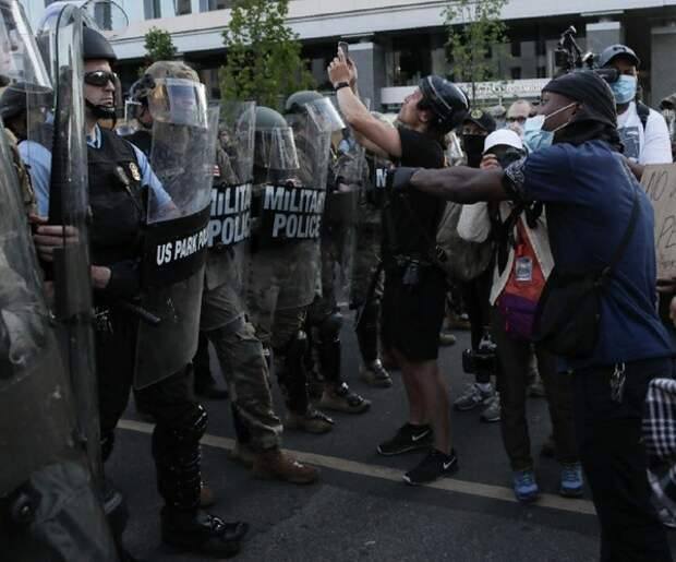 AP: за время протестов в США погибло более 10 человек