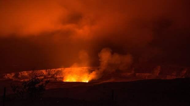 Один из самых активных вулканов Ньирагонго начал извергаться в Конго