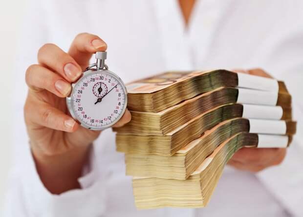 Россиянам объяснили, почему кредит лучше накоплений