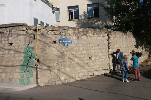 В Севастополе до конца года восстановят подпорную стену на улице Советской