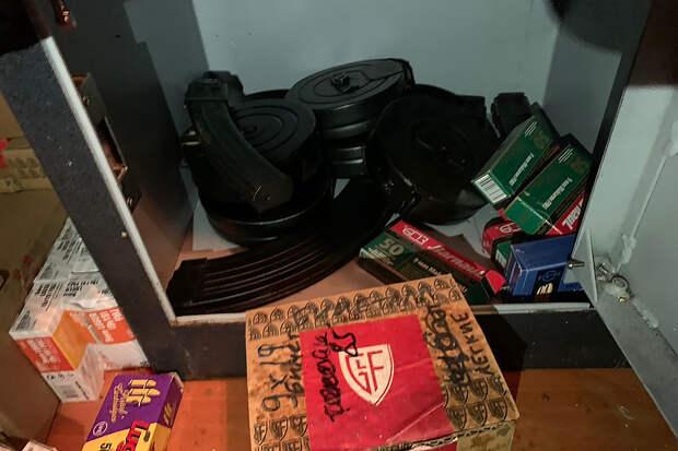 Крупный склад оружия нашли в доме мытищинского стрелка