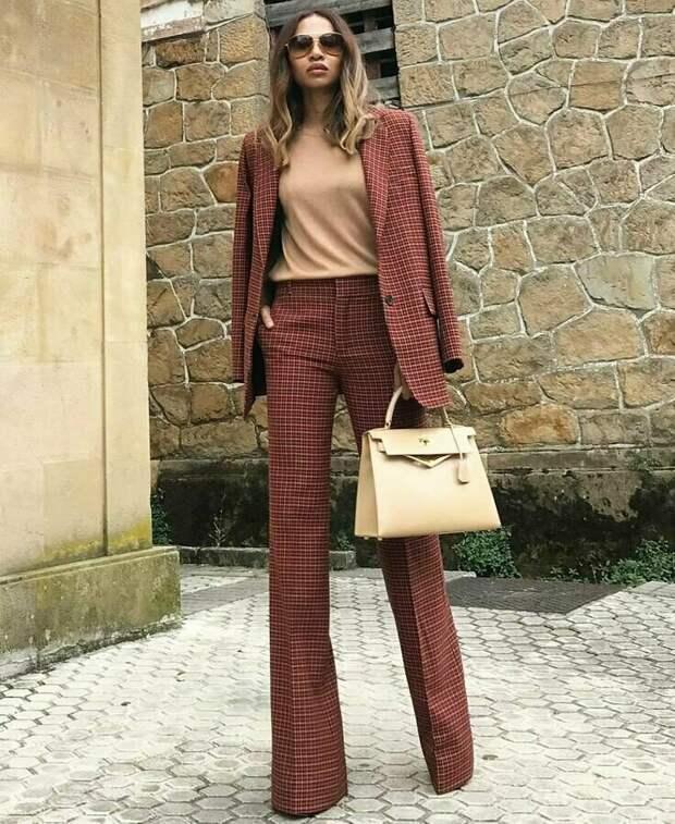 Классические брюки уже не то: 3 пары брюк, которые разнообразят ваш деловой стиль в 2021 году