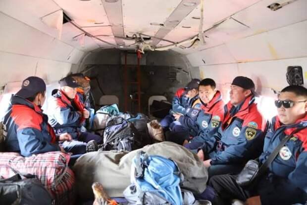 Спасатели Якутии выехали в Намский и Кобяйский районы для сопровождения паводка