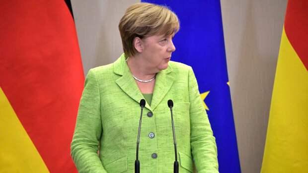 Фирменный жест Меркель изобразили на рекламном баннере компании по продаже матрасов