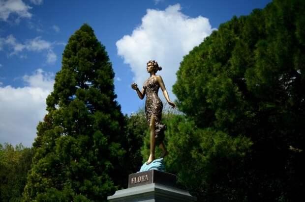 Суд обязал Никитский ботанический сад поменять статую Флоры на бюст Ленина
