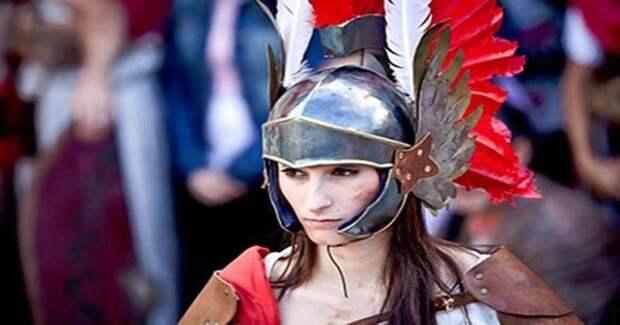 Женщины-гладиаторы: как они выходили на арену и зачем ждали исполнения 20 лет