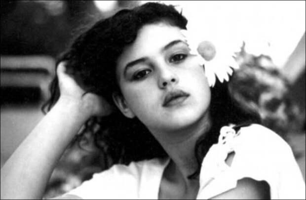 Как выглядела в юности несравненная Моника Беллуччи, и как преображалась с годами ее неземная красота